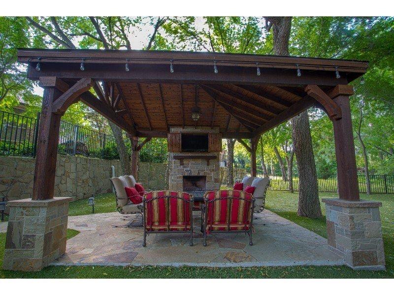 Plan a Pergola for a Cool Backyard in Southeast Texas